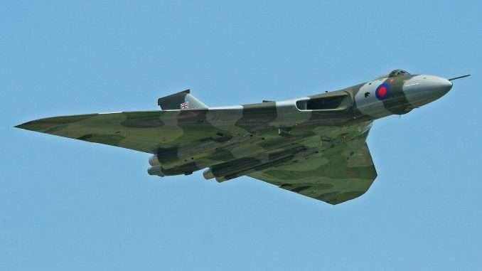 10476 B / 678 x 381 / Avro-Vulcan-XH558-Flight-Waddington-678x381.jpg